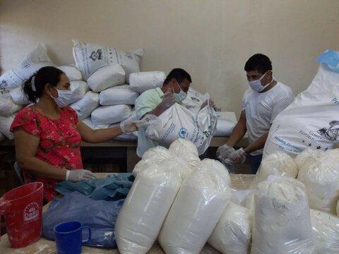 Maestros en cruzada humanitaria para llevar alimentos a sus estudiantes