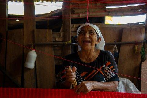 """""""Mujeres con Esperanza"""" comercializan sus hamacas más allá de El Salvador"""
